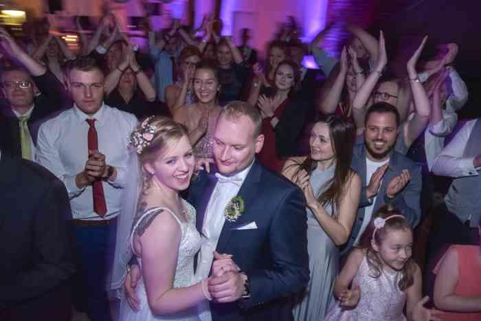 motiv pictures Brautpaar beim Hochzeitstanz