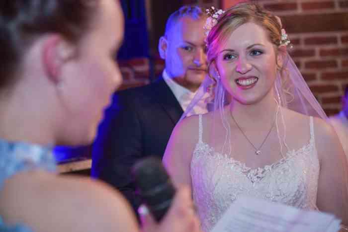 motiv pictures Braut und Bräutigam auf der Hochzeitsfeier