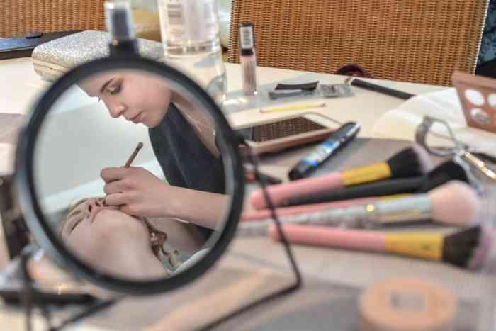 motiv pictures zeigt Braut beim Getting-ready Styling