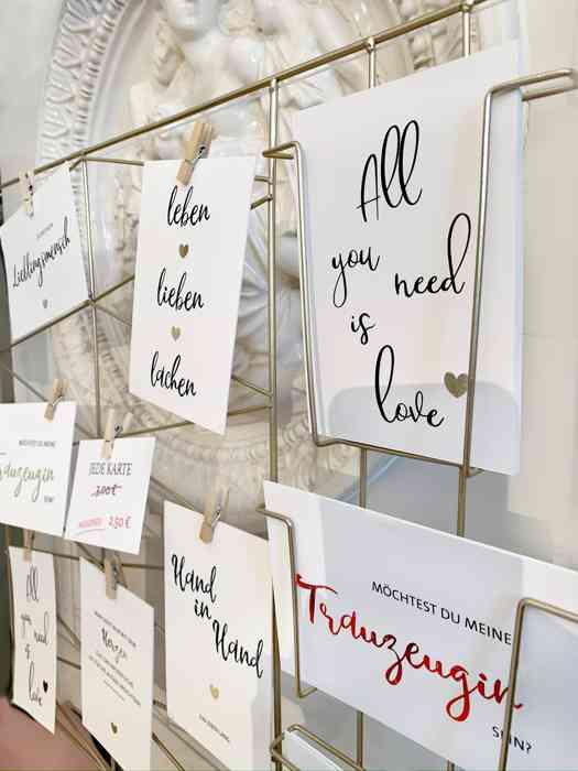 Einladungskarten für die Hochzeit.