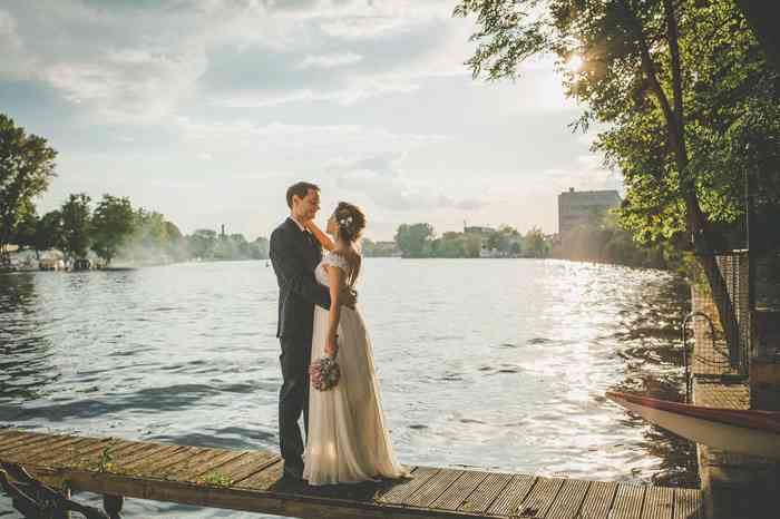 Brautpaar am See Landscape von Juli Schneegans Fotografie