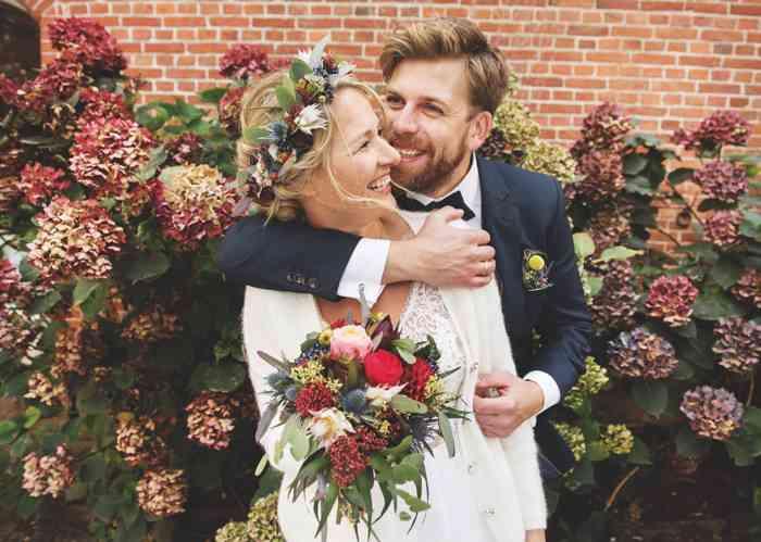 Braut mit Blumenkrone fotografiert von Sag Ja Hochzeitsfotos Helen Fischer