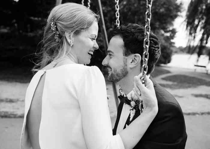 Brautpaar auf Schaukel Sag Ja Hochzeitsfotos Helen Fischer