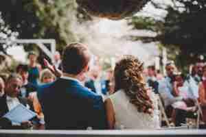 Hochzeitsfeier unter freiem Himmel